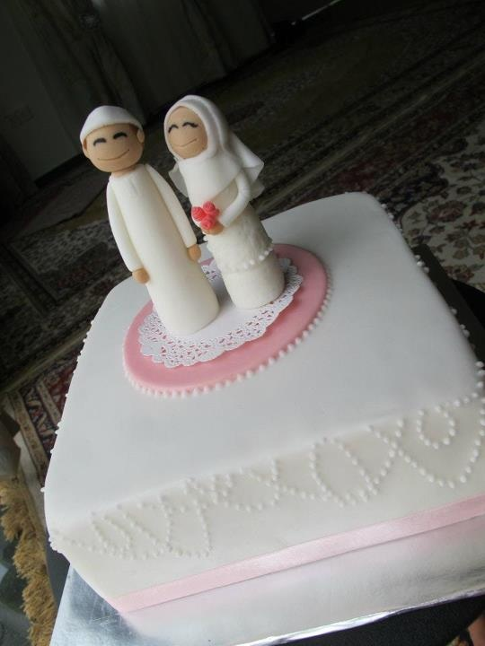 So adorable! Muslim bride & groom cake topper.