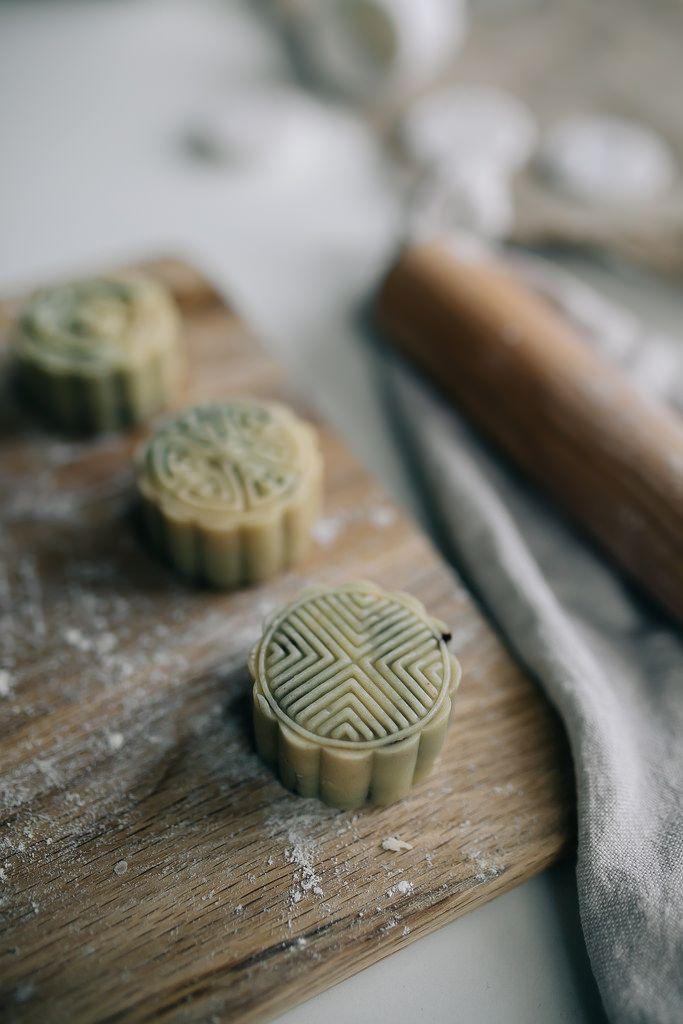 how to make chocolate mooncakes