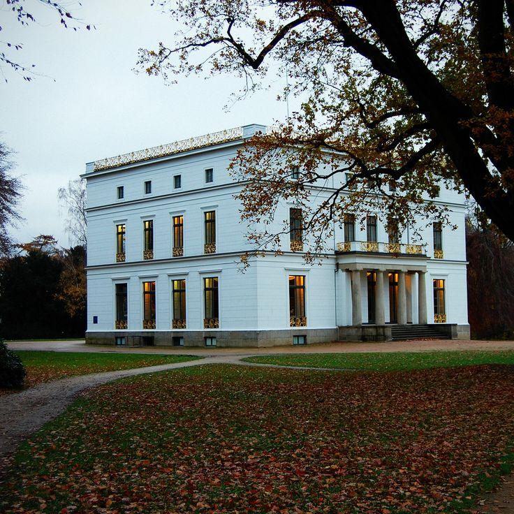 Herrschaftliches Jenisch-Haus designed by Karl Friedrich Schinkel and Franz Forsmann. Photo by Kagamiyama.