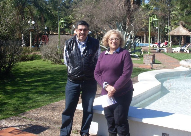 Nuevamente junto a Magdalena Tomeo -Directora de Posada del Siglo XIX- en Termas del Daymán, Departamento de Salto, durante nuestra Gira Nacional 2012.