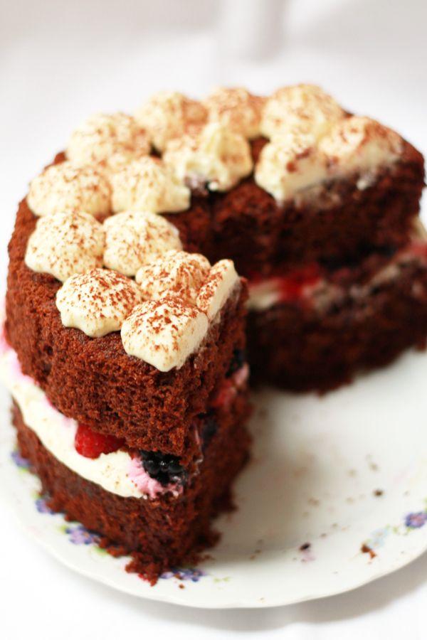 #Torta: Fluffosa al cacao con #panna e frutti di bosco @guarnireipiatti