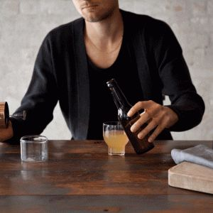 Beer Foamer by Norm Architects  promises better pints  Køb den her: http://www.wintherfirmagaver.dk/menubeerfoamer-beerfoamerbynorm-beerfoamer?search=beer