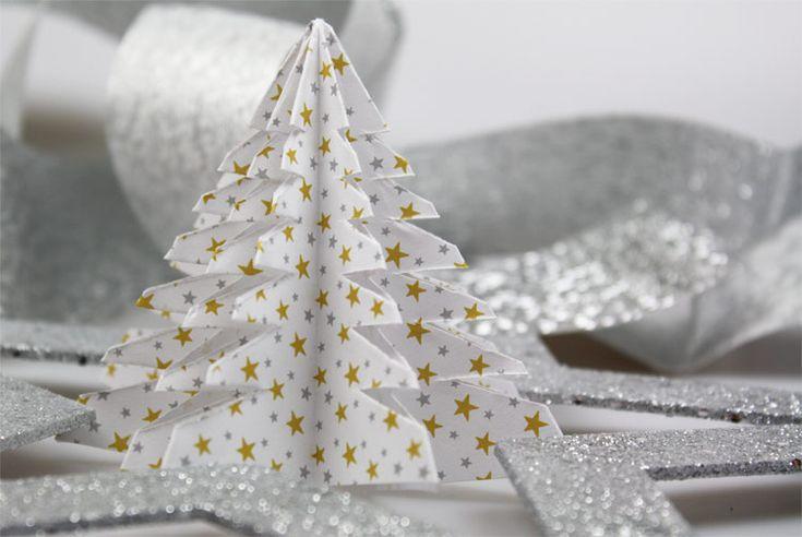 Dekorative Tischdeko für Weihnachten: Jetzt tollen Tannenbaum aus Papier basteln! Hier geht's zur Bastelanleitung - gleich ausprobieren!