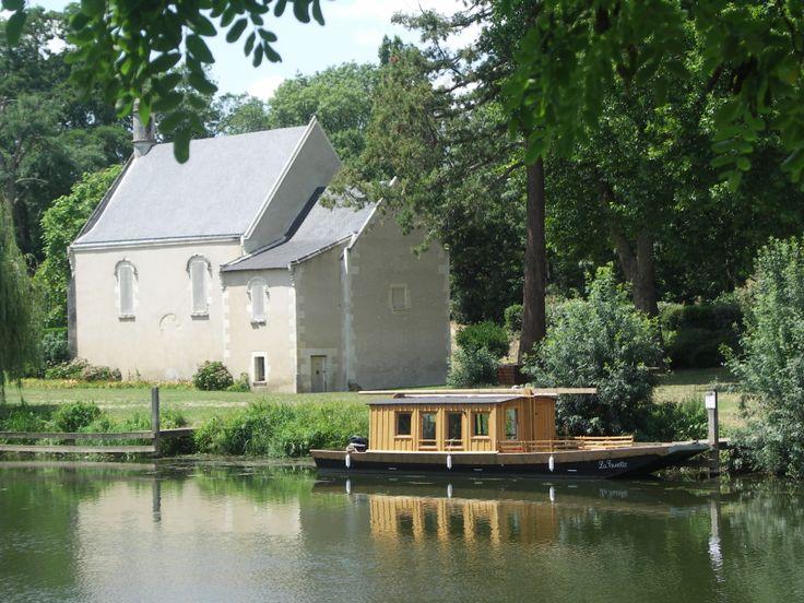 Cheffes, la chapelle et la navette reliant Cheffes à Angers