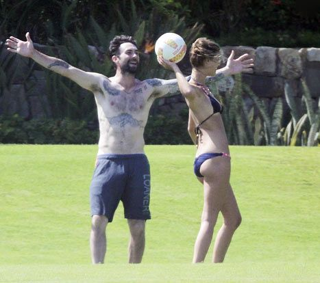 Adam Levine and girlfriend, Nina Agdal, play in Los Cabos, Mexico on Saturday, June 21.