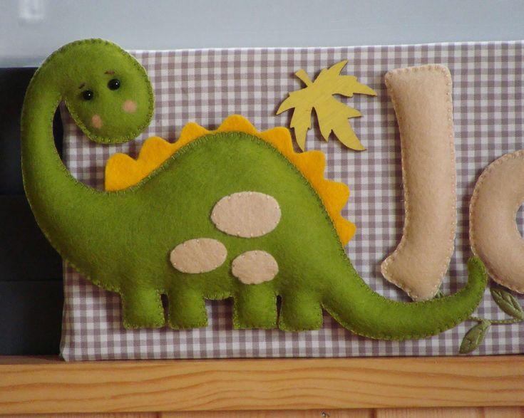 Dinosaurio de fieltro