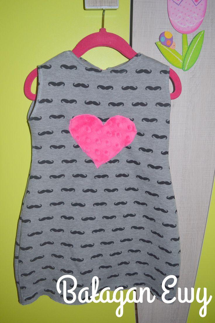 Sukienka z dresówki / Mustache dress with minkee heart