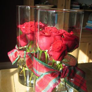 Decorating With Gl Cylinders Red Roses Stacked Together Closely Inside Cylinder Vases Will