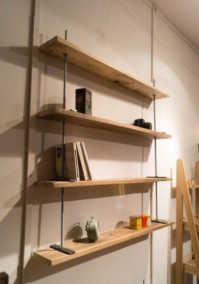 Étagère industrielle en bois de palette et tiges filetées