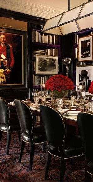 Una sala da pranzo classica in perfetto stile dandy
