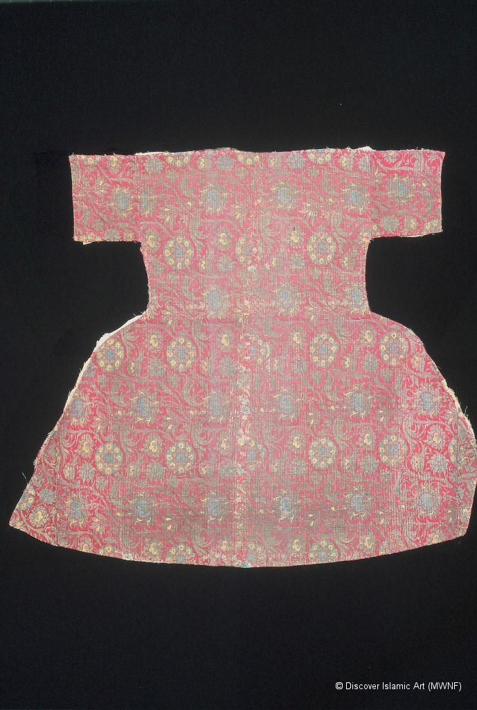 Museum With No Frontiers - back of a late 16th, early 17th century child's kaftan