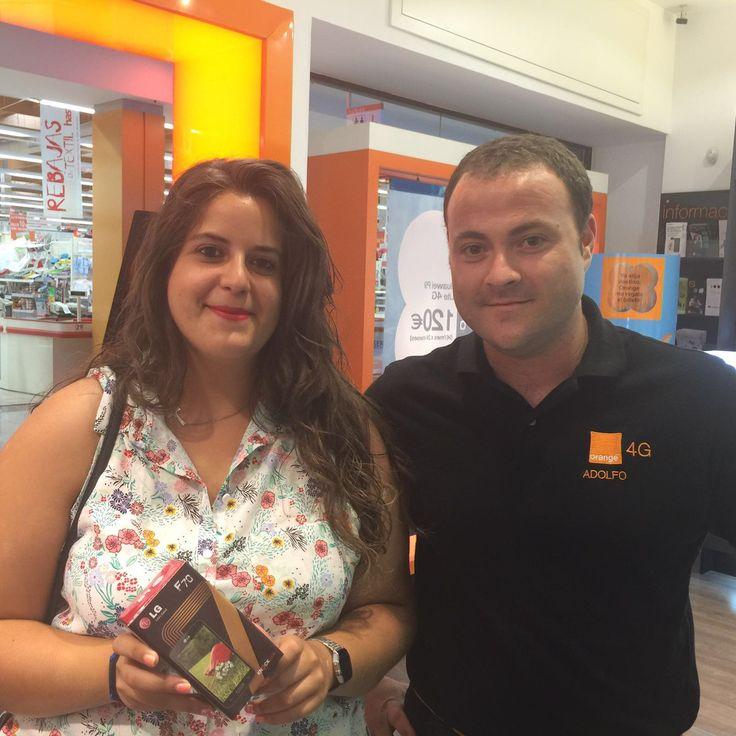 ¡Enhorabuena a Tania Pastor! nuestra ganadora del móvil LG F70 ha retirado su premio en el Centro Comercial Thader (Murcia)