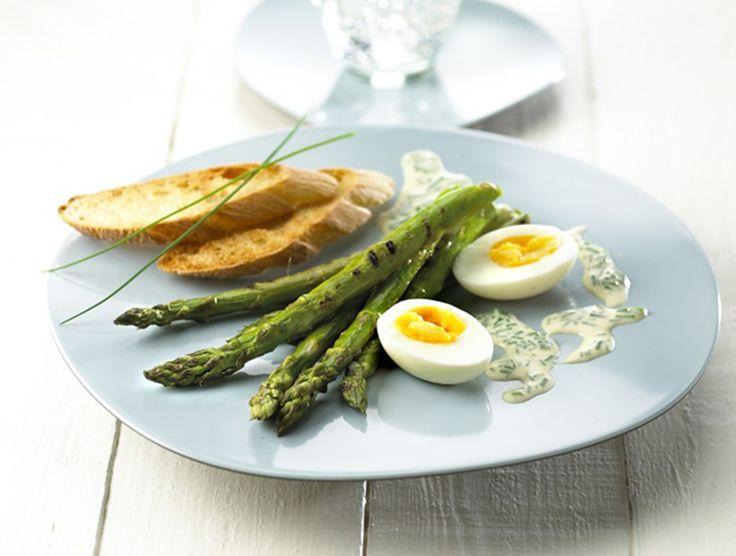 Smilende Æg Med Grønne Asparges