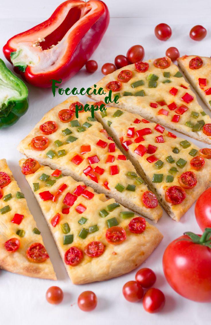 La focaccia es un pan típico de Italia, caracterizándose por su forma plana. Es muy sencillo de preparar y se puede consumir recién horneado o también frío.