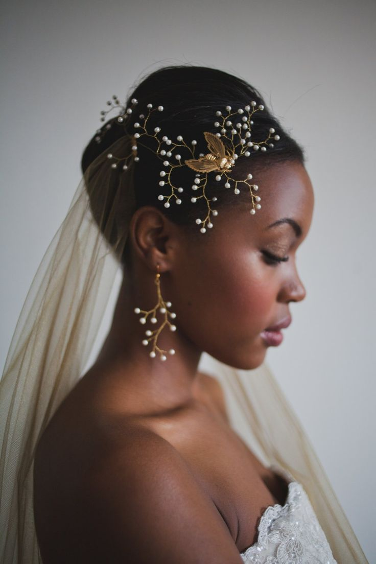 Vintage bumble bee brooch surrounded by hundreds of Swarovski pearls on golden branches. Say yes to this wedding day hair accessory.
