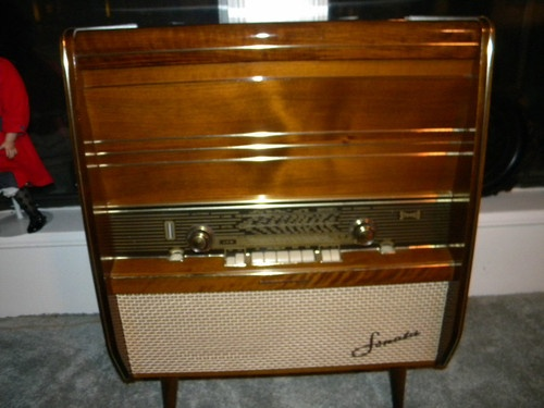 RARE 1959 Telefunken Sonata Radio from Amelia Earhart Hotel in Wiesbaden Germany | eBay    We had this stereo when I was growing up!