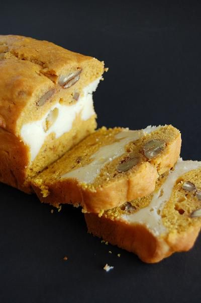 Pumpkin bread with a layer of maple cheesecake in the middle. How could this not be the best thing ever?Pumpkin Breads, Pumpkin Spices, Cheesecake Layered, Maple Cheesecake, Cream Cheese, Healthy Recipe, Layered Pumpkin Cheesecake, Spices Breads, Maple Pumpkin Cheesecake
