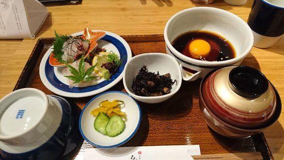 卵とタレで食べる郷土料理「宇和島鯛めし」2016
