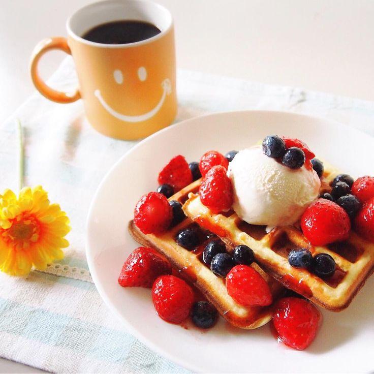 """i made berry waffle ♪ sen'sカフェの新メニュー、""""ベリーベリーワッフル""""です ワッフルメーカーをゲットしたので早速焼いてみた♪サクサクで美味しい♡ ダイエット中なのに、アイスまで乗っけてしまったので、運動頑張りました(๑′_‵๑)..。o #waffle #sweets #strawberry st#blueberry #berry #coffee #smile #icecream #homemade #ワッフル #スイーツ #お菓子 #おやつ #おうちカフェ #ベリー #イチゴ #ブルーベリー #アイスクリーム #コーヒー #スマイル #手作り"""