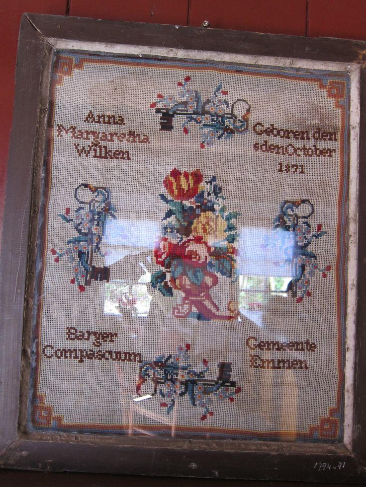Borduurwerk van Anna geboren 1871. Openluchtmuseum Bargercompascum Drenthe. Holland