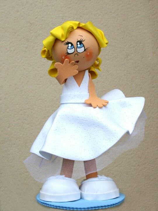 Figura de Marilyn Monroe hecha con gomaeva. Autora Marian Mtz. de Yuso.