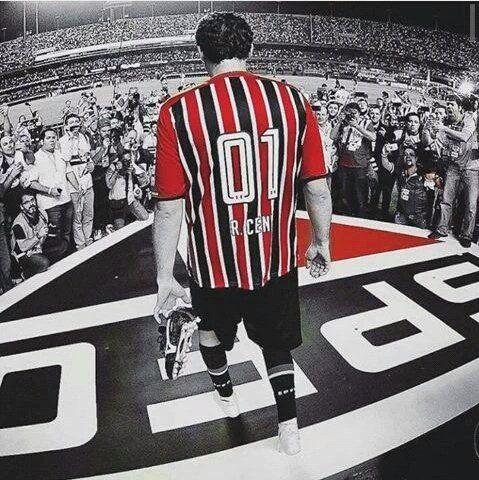 """SAC São Paulo FC on Twitter """"Tirou as chuteiras para subir no escudo, respeito máximo ao clube até nos mínimos detalhes. Que imagem sensacional"""""""