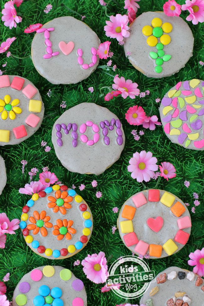 How beautiful are these Garden Stone Cookies -- perfect for celebrating Spring, May Day or Mother's Day