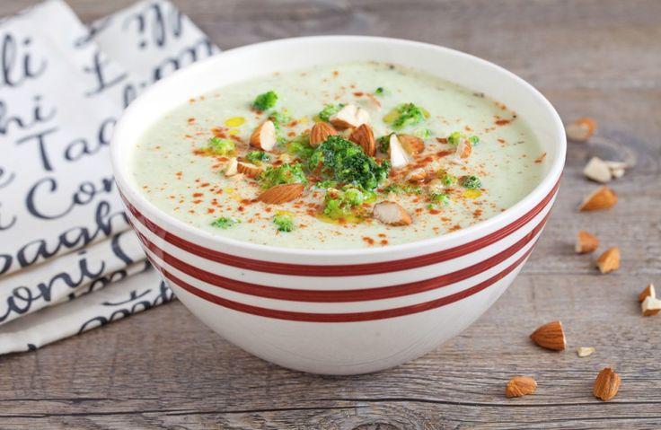 La crema di cavolfiore alla paprika è una ricetta autunnale, gustosa e leggera. Una vellutata che si prepara i pochi passaggi ma che non vi deluderà!