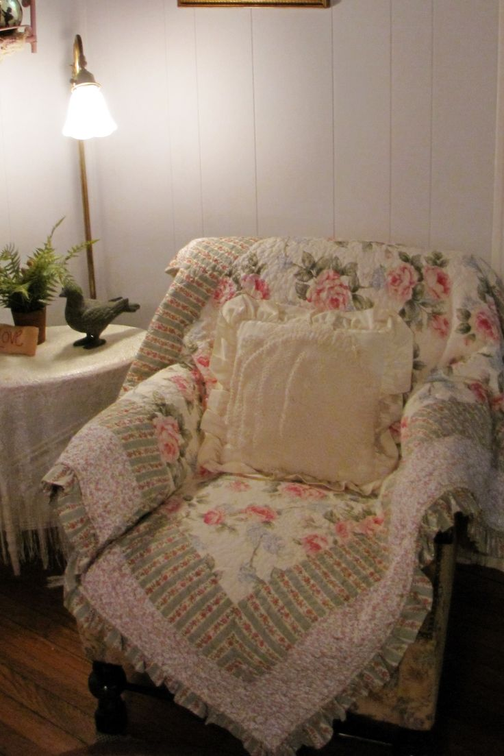 Decor cottage livingcottage stylecountry livingoverstuffed chairssewing