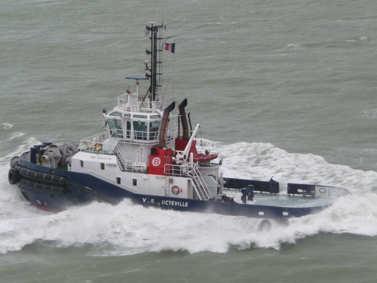 v b  octeville in begeleiding van de ms rotterdam bij nadering van de haven van le havre  dec