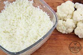 Como fazer, passou a passo e em vídeo, arroz de couve flor. Super fácil, delicioso, paleo, low carb, saudável e que substitui perfeitamente o arroz normal.