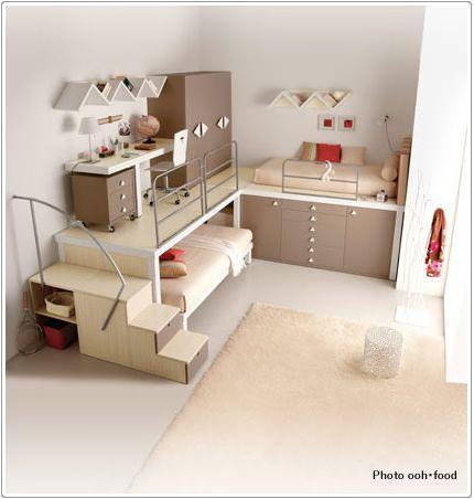 まさに秘密基地って感じのロフトベッド。 というかこれだけで子供部屋って感じがしますね。 手の届く範囲にベッドや机や棚などがあり子供心をくすぐります。 しかもベッド下に秘密のスペースみたいなのもあったり、階段あったりで楽し …
