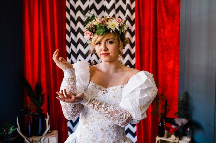 I am incredibly proud to share this Twin Peaks Wedding inspiration shoot with you all! I have been holding this idea in my head for a long time and finally found an amazing team of suppliers who he…