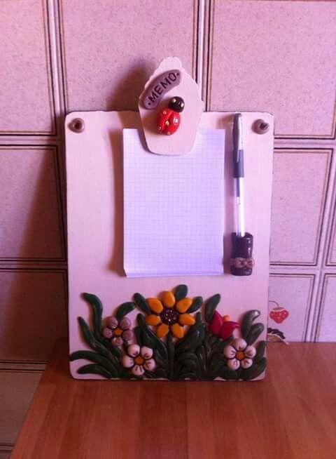 Porta blocco in legno decorato in pasta di mais