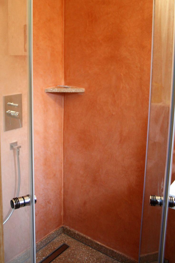 bei dieser neugestaltung einer gstetoilette wurde ein terrazzoboden neu verlegt kombiniert wurde dieser bodenbelag mit - Tadelakt Dusche Boden