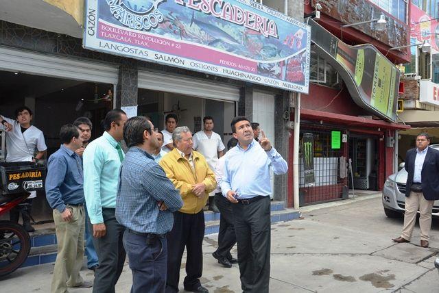 Iluminación en vialidades de Tlaxcala capital incrementa seguridad pública    •          Visita el alcalde Adolfo Escobar Jardínez a los pobladores beneficiados para conocer de viva voz sus inquietudes.