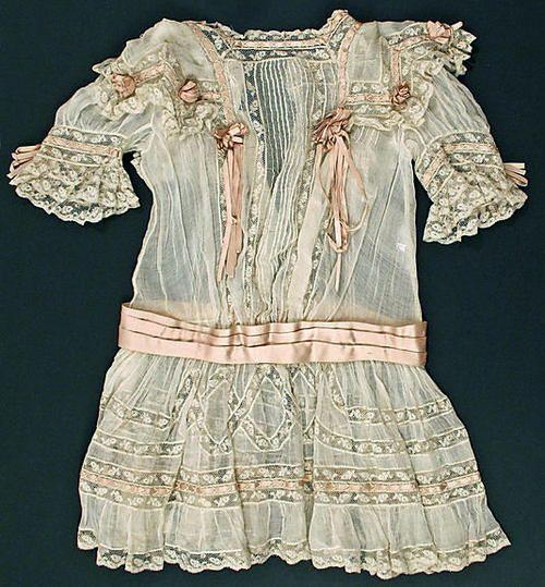 Edwardian girl's dress, circa 1910
