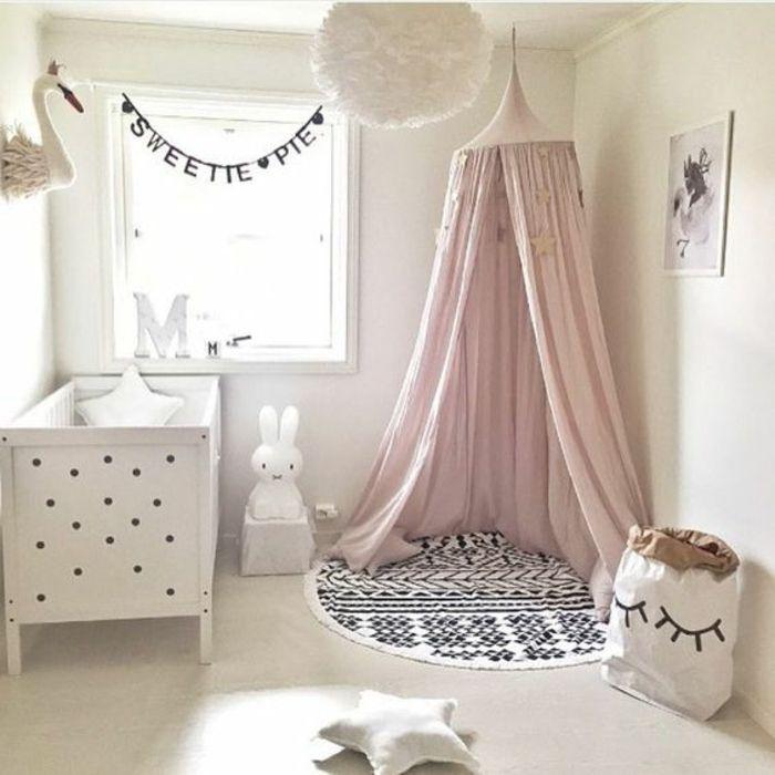 Great babyzimmer m dchen einrichtung in wei er farbe rosa spielecke hase kuscheltier stern kissen