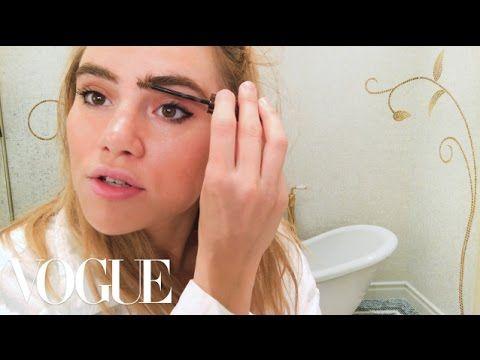 Suki Waterhouse's Guide to It Brit Eyeliner | Beauty Secrets | Vogue - YouTube