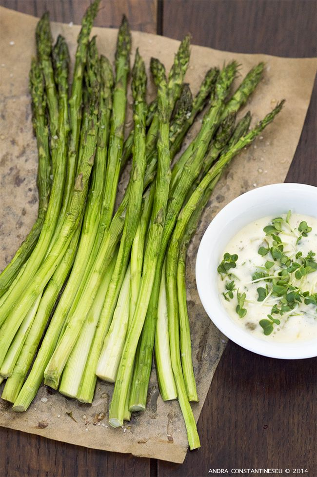 Retete vegetariene de Pasti – selectie - Sparanghel cu sos Gribiche si creson