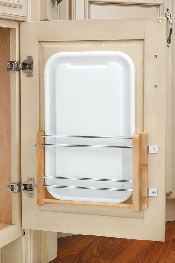 förvaring av skärbrädor på köksluckor