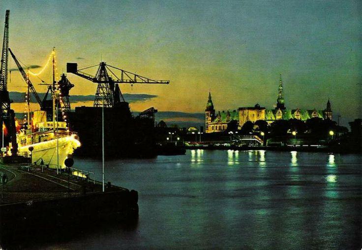 Helsingør Værft og Kronborg om aften