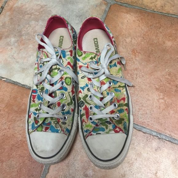Womens Converse shoes size 9 Needs some cleaning but in great condition. Converse Shoes Sneakers