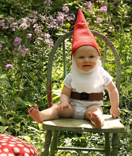 There are few things cuter than a baby dressed like a gnome. Click through to see 19 other adorable baby costumes! #halloween
