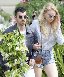 海外セレブスナップ | Celebrity Style: 【ソフィー・ターナー】交際は順調!さわやかシャツスタイルで恋人ジョー・ジョナスとカンヌの街を散策!