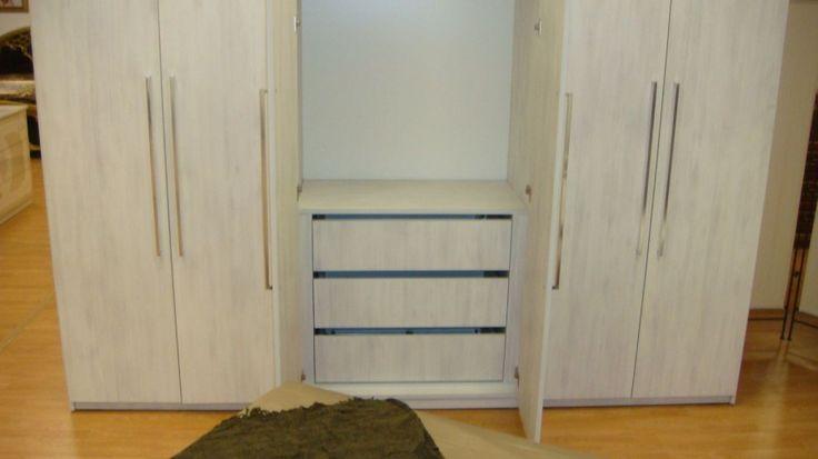 Dormitor Modern Dulap cu Usi cu inchidere normala si sertare cu amortizare