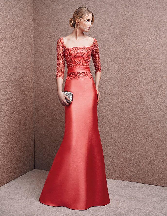 Vestido vermelho, em mikado                                                                                                                                                                                 Mais