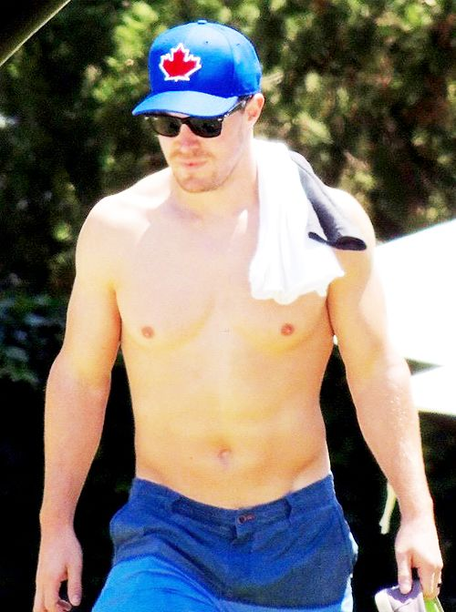 Stephen Amell shirtless on the beach while vacationing in Spain on May 22, 2015.