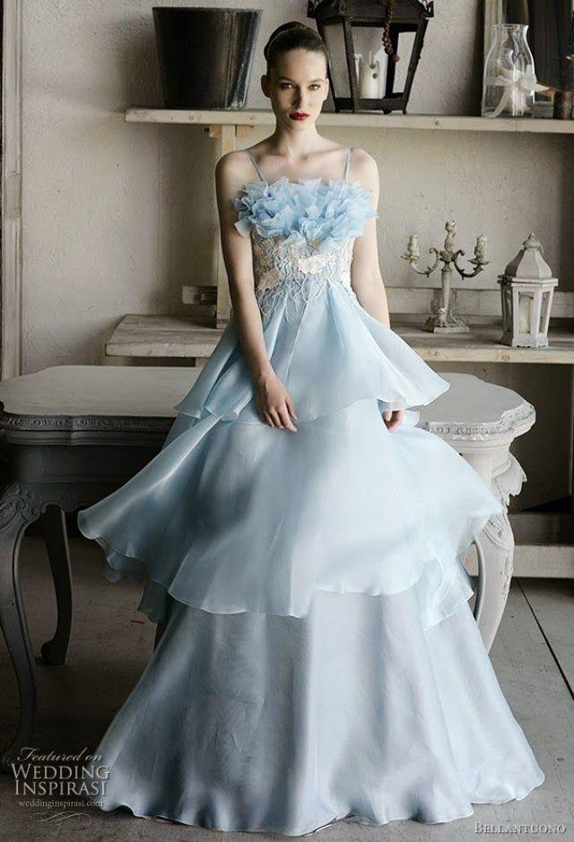 カラードレスを水色にすれば、まさにテーマ通りのウェディングが実現できそうです!