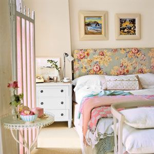 Must have bedroom.: Floral Patterns, Cottages Bedrooms, Beds Head, Dreamy Bedrooms, Guest Rooms, Country Bedrooms, Bedrooms Ideas, Beaches Bedrooms, Fabrics Headboards